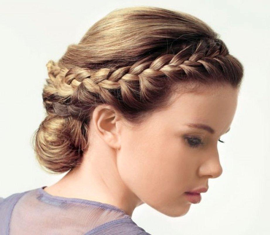 Но особенно сейчас стали популярными свадебные прически в греческом стиле, созданные на основе заплетенных кос...