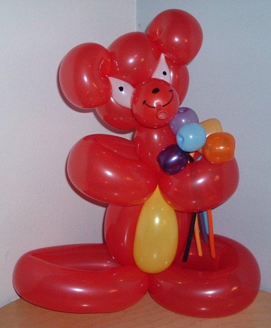 шары для моделирования: мишка с букетом полевых цветов