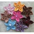 Остролистики: цветы из атласных лент