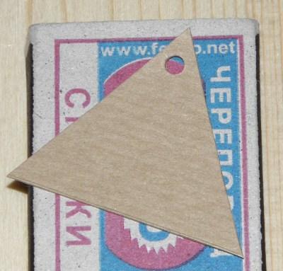 Картонные бирки пустые из крафт-картона треугольной формы
