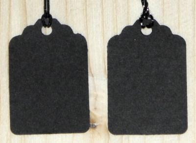 чёрные картонные бирки с ниткой и резинкой