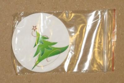 комплект поставки: новогодние бирки из картона с ёлочкой