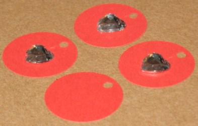 картонная бирка красного цвета с прозрачным сердечком