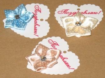 3 взгляда на бирку с цветами из атласных лент