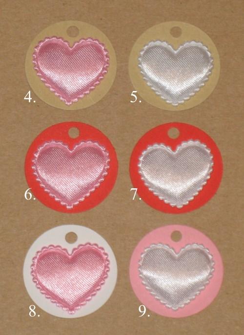 картонные бирки разных цветов с атласным сердечком без узора