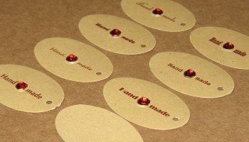 бирки Handmade овальной формы с красными стразами / фото бирки