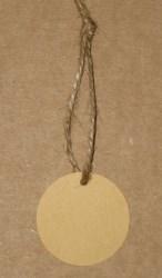 Круглые бирки для изделий ручной работы, диаметр 38 мм, изготовлены из картона крафт / фото бирок