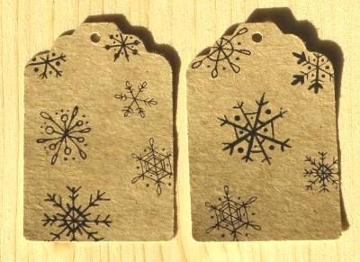 набор из 10 бирок со снежинками, материал - крафт-картон, для украшения новогодней упаковки