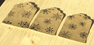 бирки со снежинками из картона крафт, для нового года / фото