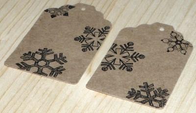набор крафт-бирок: 12 ярлычков со снежинками / фото