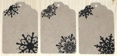 бумажные бирки со снежинками (картон крафт), предназначены для оформления упаковки новогодних подарков, товаров, сувениров / фото