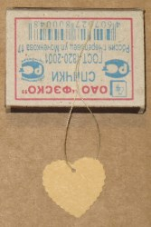 Картонные бирки для изделий ручной работы, в форме сердца с волнистым краем из крафт-картона светлого тона / фото бирок