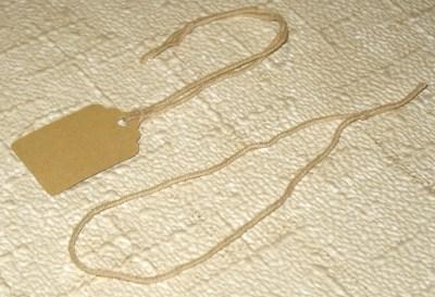 верёвочки для бирок из полусинтетики, бежевого цвета, длина 30 см, завязанные, набор 51 шт