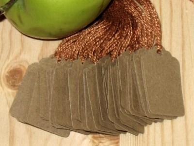 Картонные бирки пустые из крафт-картона с верёвочками