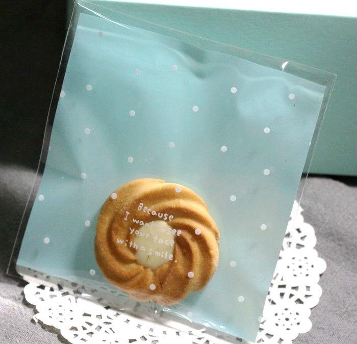 фото: бирюзовый целлофановый пакет