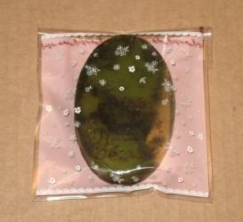 фото: розовый пакет из целлофана с кусочком мыла ручной работы