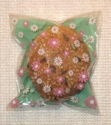 фото маленькие хлебцы упакованы в целлофановые пакеты с цветами