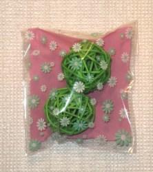 целлофановый пакет с шарами из ротанга фото