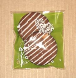 фото: не рекомендуется упаковывать в целлофановые пакеты светлые или контрастные подарки