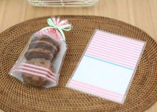 фото: упаковка печенья в целлофановый пакет