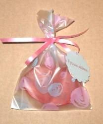 фото: в целлофановый пакет упаковано мыло ручной работы красного цвета, овальной формы