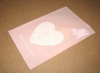 целлофановые пакеты розового цвета с узором сердце, фото