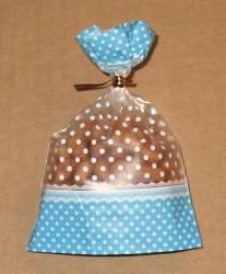 фото: целлофановый пакет голубого цвета, закрывается золотым твистом