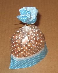 фото: голубой целлофановый пакетик, вид сбоку
