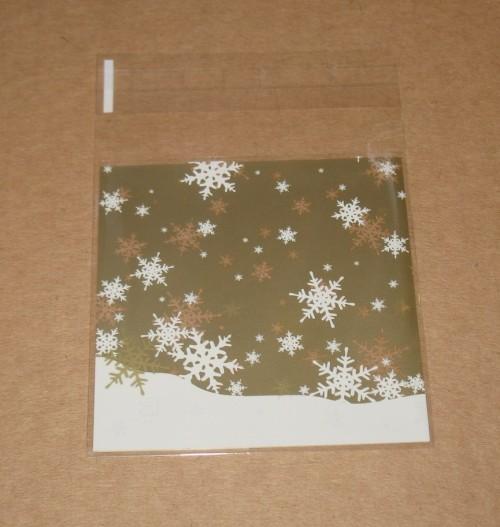 общий вид пакетика со снежинками из целлофана