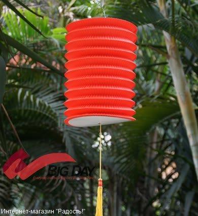 Красный бумажный китайский фонарик, цилиндрической формы