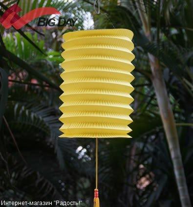 Жёлтый бумажный китайский фонарик, цилиндрической формы