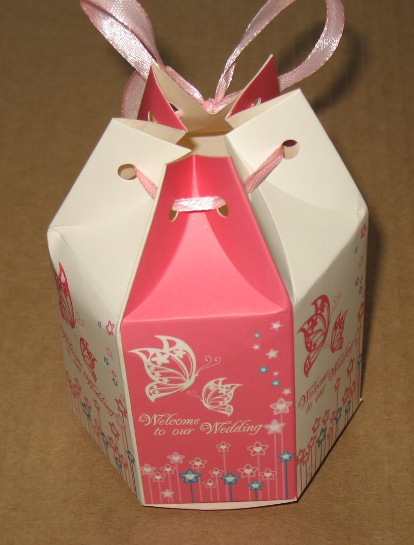 свадебная коробка (бомбоньерка) с бабочками, бело-розоваго цвета с лентой
