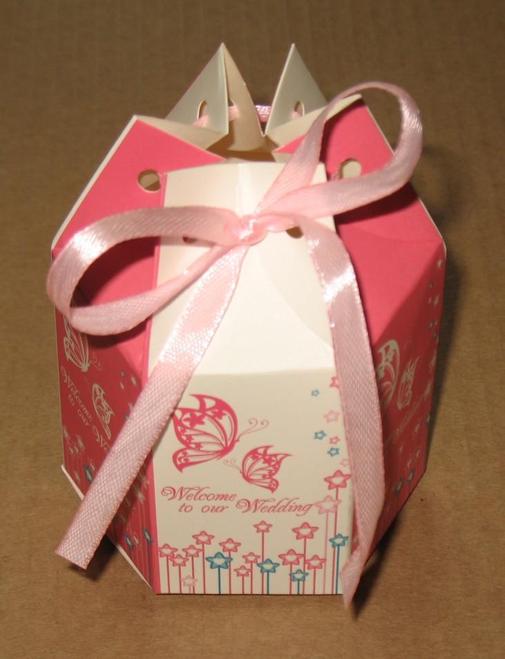бомбоньерка с бабочками, бело-розоваго цвета, с лентой, коробка на свадьбу