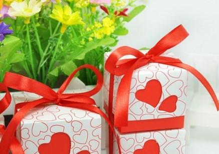 "Картонная подарочная коробка ""Сердечки"""