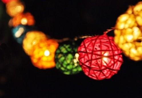 Электрические гирлянды из шаров из ротанга