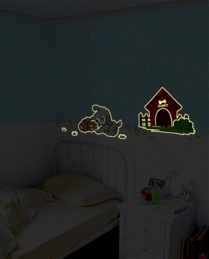 """Светящиеся наклейки на обои """"Друзья"""", фото ночью"""