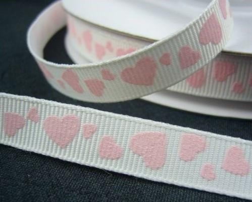 """9.35: Ленточка с розовыми сердечками из набора белых крепсовых лент с рельефным рисунком """"Сердечки"""": длина набора - 6 метров, ширина ленты 1 см"""