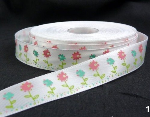 9.91: Белая декоративная атласная лента с цветочным рисунком: розовые и голубые цветы. Ширина ленты - 16 мм