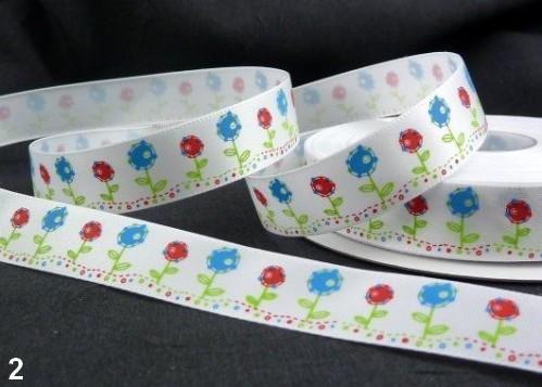 9.91: Белая декоративная атласная лента с цветочным рисунком: синие и красные цветочки. Ширина ленты - 16 мм