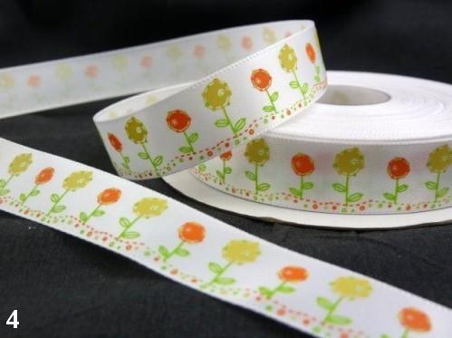 9.91: Белая атласная лента с цветочным рисунком: жёлтые и оранжевые цветочки