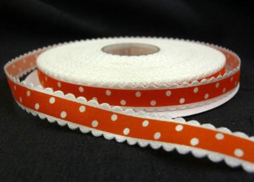 9.90: Красная атласная лента в белый горошек с волнистым краем, ширина.