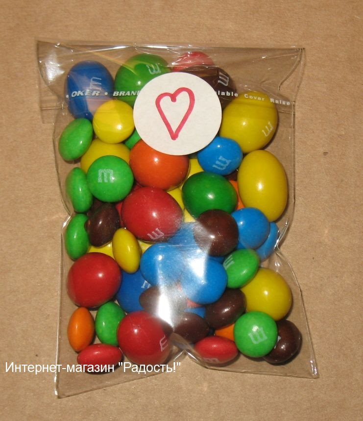 целлофановые прозрачные пакетики с конфетами, фото