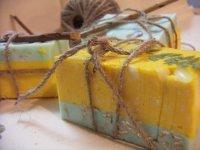 пример применения шпагата для оформления упаковки для мыла ручной работы