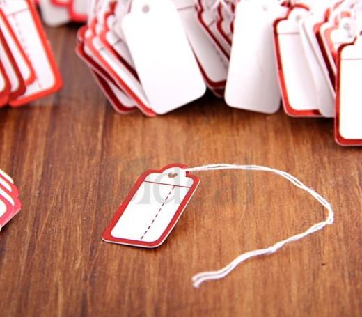 6. прямоугольные белые ювелирные бирки для оформления упаковки с красной каймой