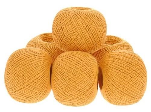 завязанные жёлтые нитки оттенка тыква