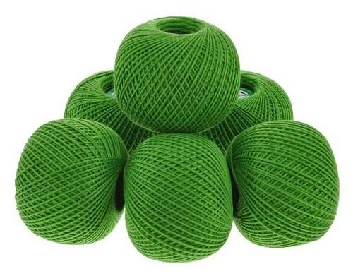 зелёные завязанные ниточки