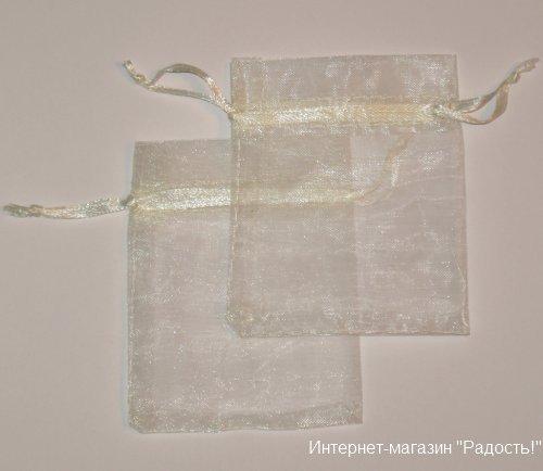бежевые подарочные мешочки 7х9 см на белом фоне