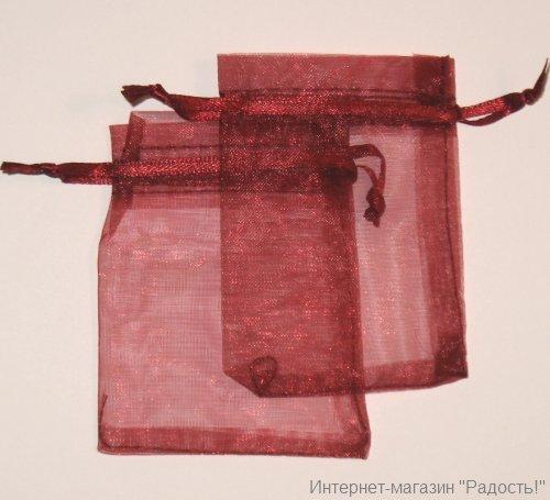 бордовые подарочные мешочки из органзы 7х9 см, фото на светлом фоне
