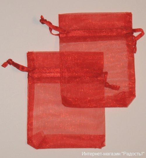 подарочные мешочки из органзы красного цвета, размер 7х9 см, фото на светлом фоне
