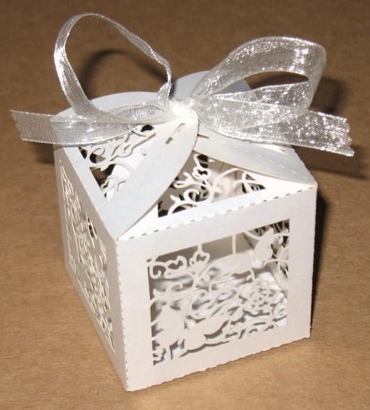 Бомбоньерки коробочки для свадьбы Две бабочки из картона
